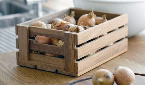 Где и как хранить лук зимой в домашних условиях, температура хранения лука
